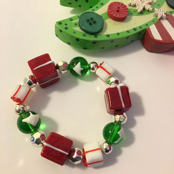 Christmas Present Bracelet Vintage Artisan Lamp Work Glass and Silver Tone Stretch Bracelet Red Green White Silver Holiday Jewelry Gift