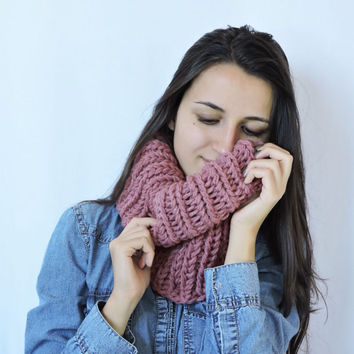 FREE SHIPPING Cozy scarf Chunky knit cowl Neck warmer Chunky knit cowl Wool Ash pink Infinity cowl Knit neck warmer Tube cowl snood