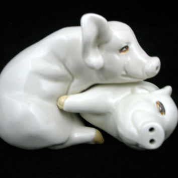 Hugging Pigs Salt and Pepper Shakers Set Fitz and Floyd 1976