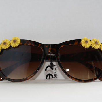20% OFF- Black Cateye Sunglasses with Daisies, Dolce and Gabbana Sunglasses, Cat eye glasses, Vintage Cat eye, Daisy Glasses, Flower Glasses