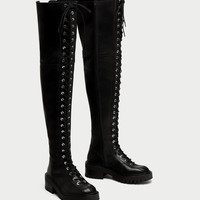 FLAT LACE-UP LEATHER BOOTS DETAILS