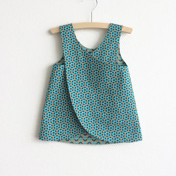 Reversible pinafore baby girl summer dress. Aqua flowers and stars. Cotton fabric. Baby girls. Cute toddler dress.