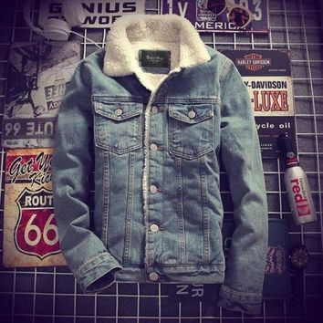 Mens Denim Jeans Jacket Coat Warm Fur Lined Lapel Collar Winter Western Cowboy Peacoats Motorcycle Outwear 2Colors Coats