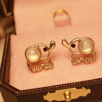 hollow out elephant ear stud earrings