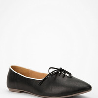 Cooperative Annie Lace-Up Skimmer