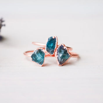 Apatite ring - Blue Apatite Ring - Rough apatite ring - Raw apatite ring - Copper ring - Blue apatite jewelry - Rough crystal ring