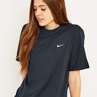 Nike Swoosh Black T-shirt - Urban Outfitters
