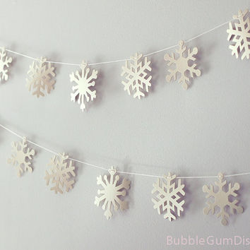 Limited Edition Frozen Creamy Vanilla Snowflakes garland holiday bunting paper 9 Foot Strand Rustic Snowflake Decor