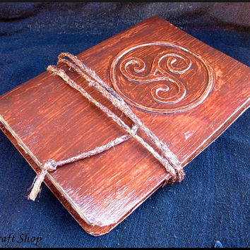 Book of Shadows - The Secret Circle - Diana Meade Replica - ancient pages - Wicca