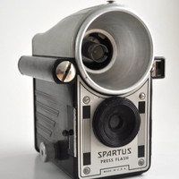 Rare 40s Spartus Press Flash Camera Chrome Front Antique retro modern photography 1940s