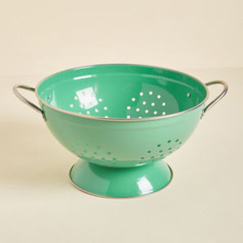 Right as Strain Metal Colander