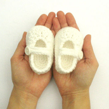 White baby booties, Baby Girl Shoes, Baby Booties, Baby Shower gift, White baby shoes, Baby Christening