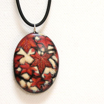 Original nature painting pendant, autumn leaves acrylic painting on river stone as a unique art necklace. Gift for nature and autumn lovers!