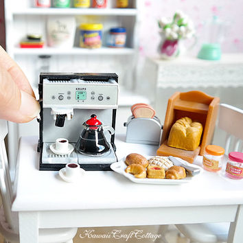 Dollhouse Miniature Coffee Set, Coffee Expresso Machine, Fake Food, Bakery Bread Buns Pastry Donuts Doll Kitchen Cafe Party Mini Tiny Blythe