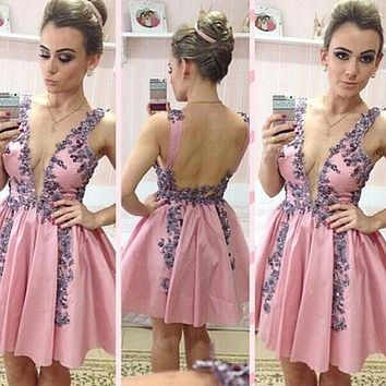 Pink Sexy Deep V Neck Short Cocktail Dresses 2017 Lace Appliques Backless Short Prom Dresses Women Party Gowns Robe De Cocktail