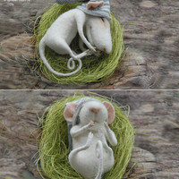 READY TO SHIP-Sleeping mouse,felt miniature,felt mouse,needle mouse,art and collectibles,tender mouse,dolls & miniatures,felt ornament