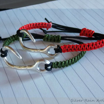 Red/Green macrame bracelet - Friendship bracelet - Red bracelet - green bracelet - Simple bracelet - adjustable bracelet - hook bracelet