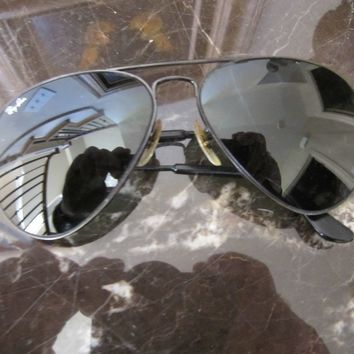 CIRCA 1970's 62[]14mm VINTAGE B&L RAY BAN L2821 BLACK G15 UV AVIATOR SUNGLASSES