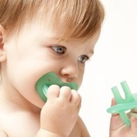 The Molar MuncherTM is a hands]free teether that soothes the entire gum line simultaneously