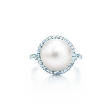 Tiffany & Co. - Tiffany South Sea Noble ring in platinum with diamonds and a cultured pearl.