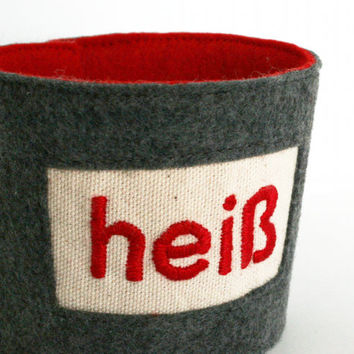 coffee cozy - heiß (hot) - hand embroidered coffee sleeve with word, tea cup cozy, ecofriendly felt fabric reusable, teacher gift, guy gift