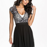 Scalloped Lace Chiffon Dress - Elise Ryan - Black - Party Dresses - Clothing - Women - Nelly.com