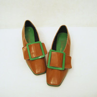 60s Shoes Vintage MOD Mustard Green Patent Pilgrim Buckle Loafers 8 - 9