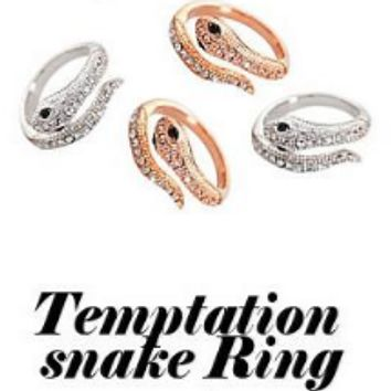 Exaggerated personality nightclub snake diamond ring