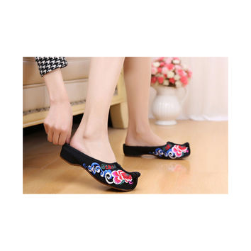 Beijing Black Cloth Vintage Embroidered Shoes Online in National Style with Colorful Patterns