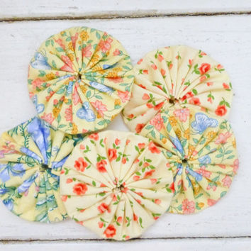 Quilting yo-yos, fabric yo-yos, floral fabric, sewing yo-yos, yellow fabric yo yos,  ready to ship, handmade, cotton fabric, sewing notions