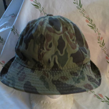 Vintage camoflage  hunting hat with license holder  has ear flaps