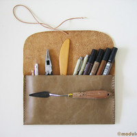 Sturdy Urban Leather Pencil Pouch, olive brown, earthy beige, khaki, rustic, hand stitched, étui de cuir, pencil case, handmade, 5x9