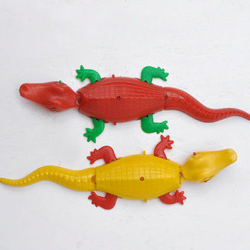 Alligator Mavco Plastic 1940's Red and Yellow Pair
