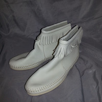 Stunning Vintage 1970s White Leather Women's Moccasin Ankle Boots - Size 6 -