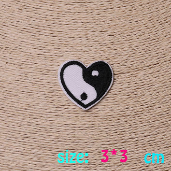 2016year New arrival 1PC Gossip heart heart Iron On Embroidered Patch For Cloth Cartoon Badge Garment Appliques DIY Accessory