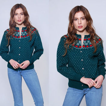 Vintage 70s FAIR ISLE Sweater Snowflake & HEART Wool Folk Sweater Green Winter Ski Cardigan