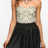Urban Outfitters - Pins and Needles Contrast Lace Strapless Top