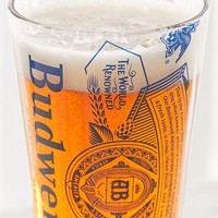Retro Budweiser Logo Pint Glass | Urban Outfitters