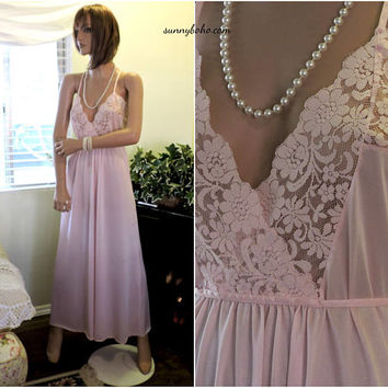 Vintage 70s night gown / size M / Donna Richards / pink lace long nightgown / 1970s Gilligan & O'Malley