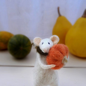 Needle Felted Animal - Needle Felted Mouse Pumpkin - Autumn Decor- Art Doll - Waldorf animal - Felt mice