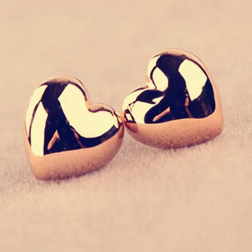 Gold heart stud earrings / Gold heart earrings / Gold stud earrings / Heart stud earrings / Heart earrings / Gold earrings / Stud earrings