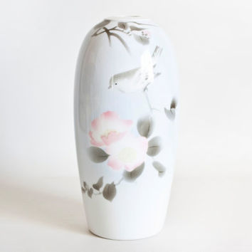 Vintage Japanese Fukagawa Bird Vase Ikebana Tall Vase, Iwao Fukagawa Arita, Bird on Flowering Branch Soft Pink and Blue