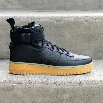 NIKE - Men - SF Air Force 1 Mid - Black/Gum