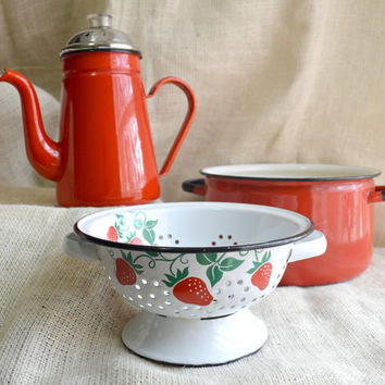 Teleflora Strawberry themed Colander // Red Green and white vintag ecolander // Kitsch Vintage 1980's Teleflora