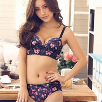 Stylish floral inserts containing thick sexy lingerie sexy lace push up bra set