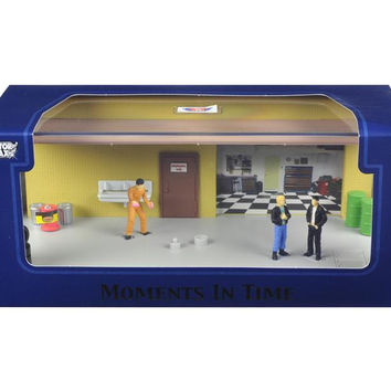 """Diorama """"Garage Scene"""" Place Your Own Car Inside 1-43 by Motormax"""