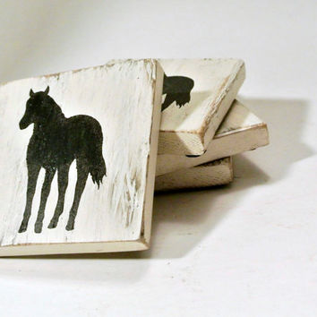 Wood coasters - off white with horse stencil - beachy, shabby, rustic, primitive look - Made from Recycled / Reclaimed Pallet