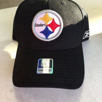 CREYONC. BRAND NEW PITTSBURGH STEELERS REEBOK CURVED BRIM SMALL/MEDIUM FITTED HAT