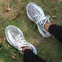 Adidas Women Men Yeezy 550 Boost 350 V2  Fashion Girl Boy Trending Personality Leisure Sport Running Shoe Sneakers