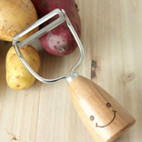 Wood Smiling Face Peeler